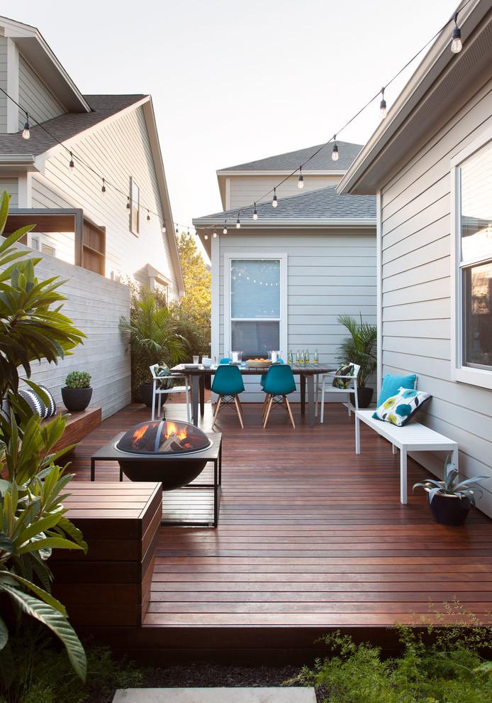 Deck - small contemporary side yard deck idea in Austin