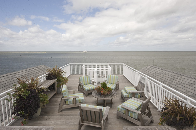 Beach house roof deck beach style deck wilmington for Beach house roof designs