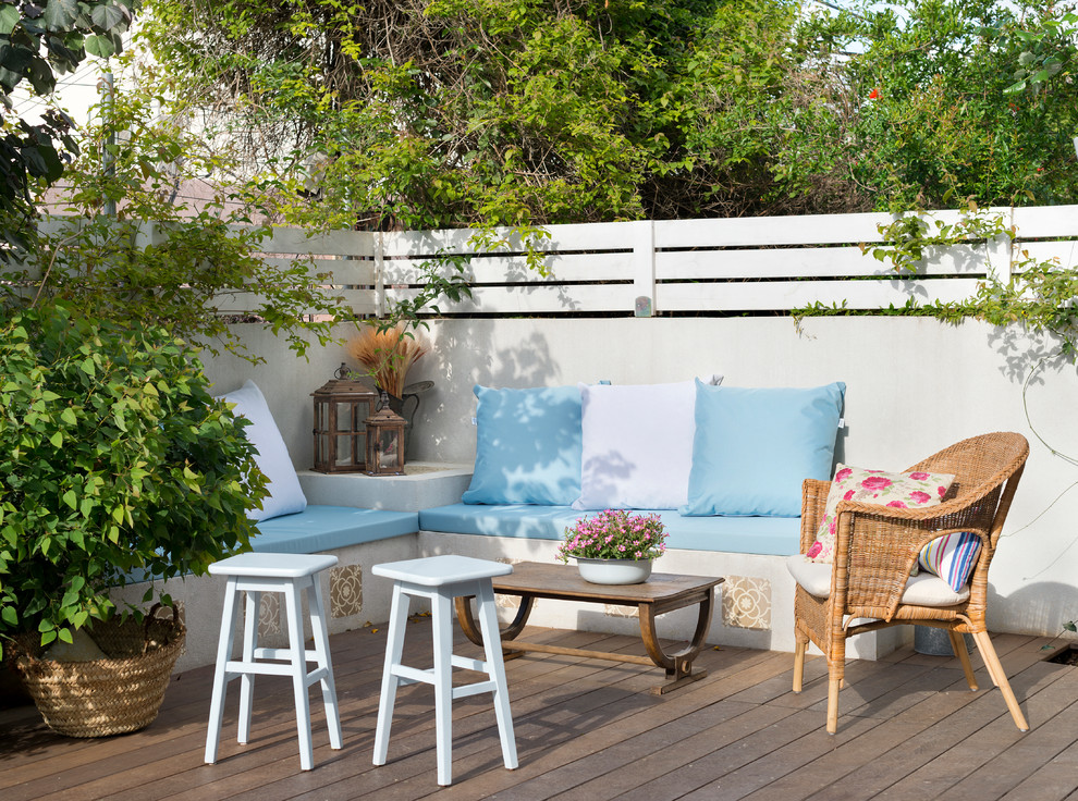 Example of a small tuscan deck design in Tel Aviv