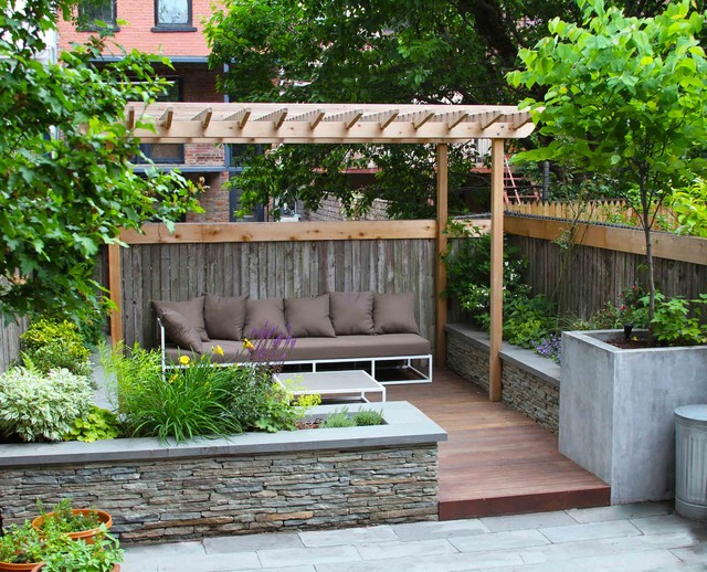 Example Of A Classic Deck Design In New York With A Pergola