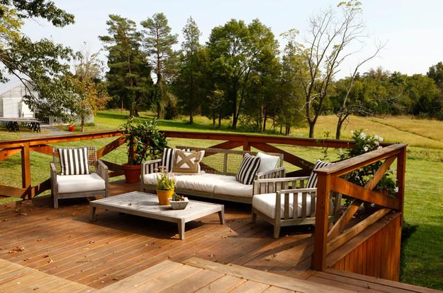 Bucks county farm house deck casa de campo terraza y for Terrazas de campo