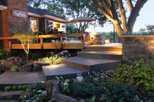 ไอเดียภูมิทัศน์ 12 Artistic Concrete Surfaces Cedar Deck