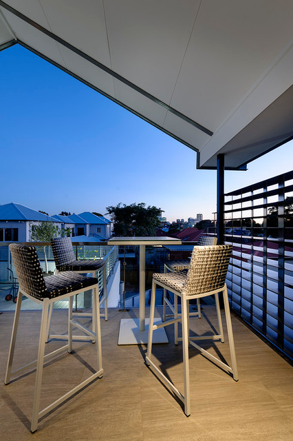 Chatsworth contemporary-deck