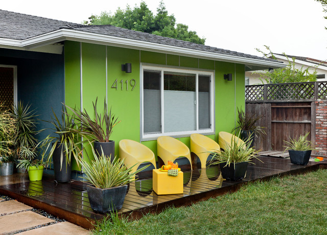 Colorful mid century modern residence midcentury deck for Modern house jobs