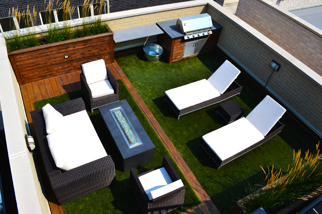 Complementing space contemporary-deck