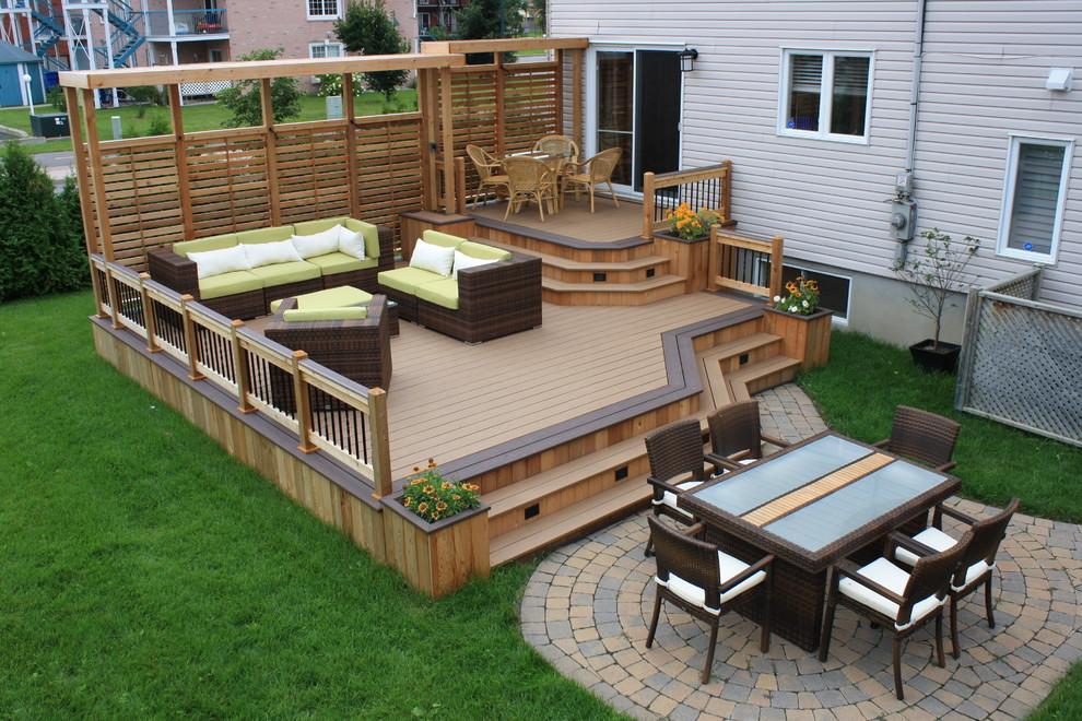 Trendy deck photo in Montreal