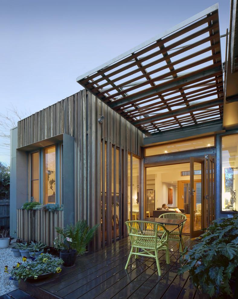 Foto di una terrazza design con una pergola