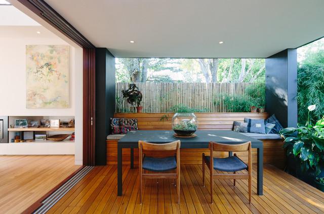 Courtyard House contemporary-deck