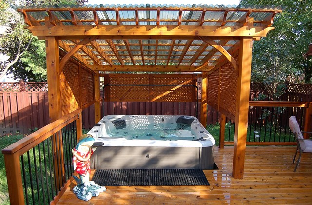 Populaire covered spa and cedar deck - Classique - Terrasse en Bois - Ottawa  VW17