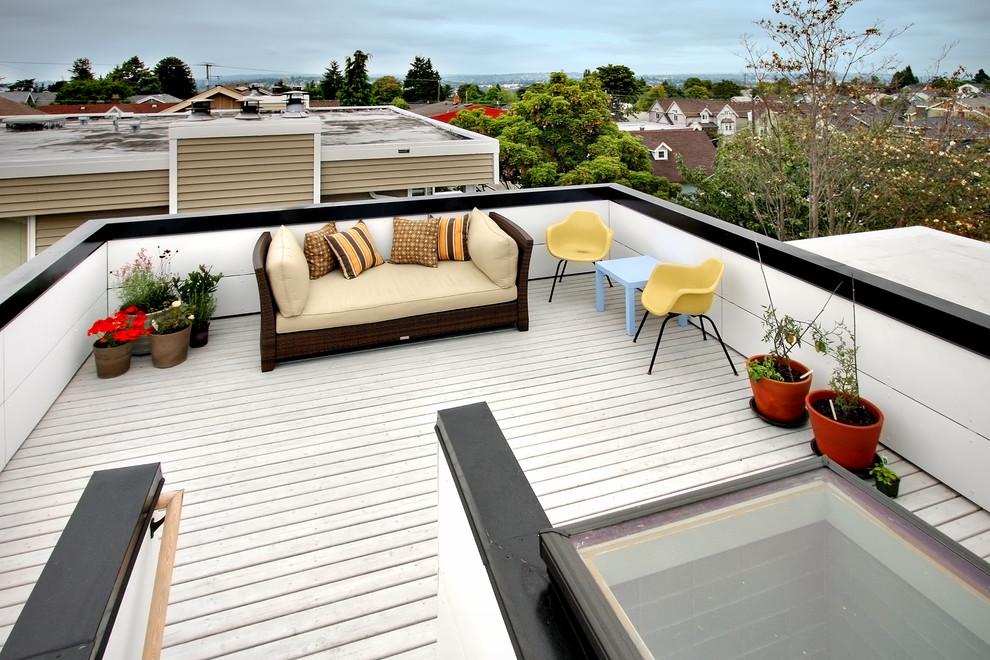 Trendy deck photo in Seattle
