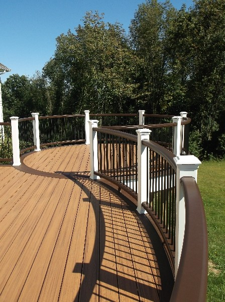 Trex Deck With Vintage Lantern Amp White Rail With Black