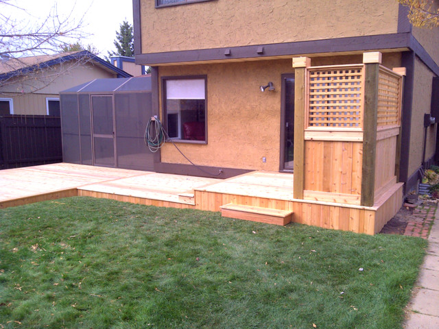 Custom cedar deck with privacy screen and built in bench