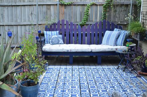 Terrasse sol et mobilier coloré à la peinture