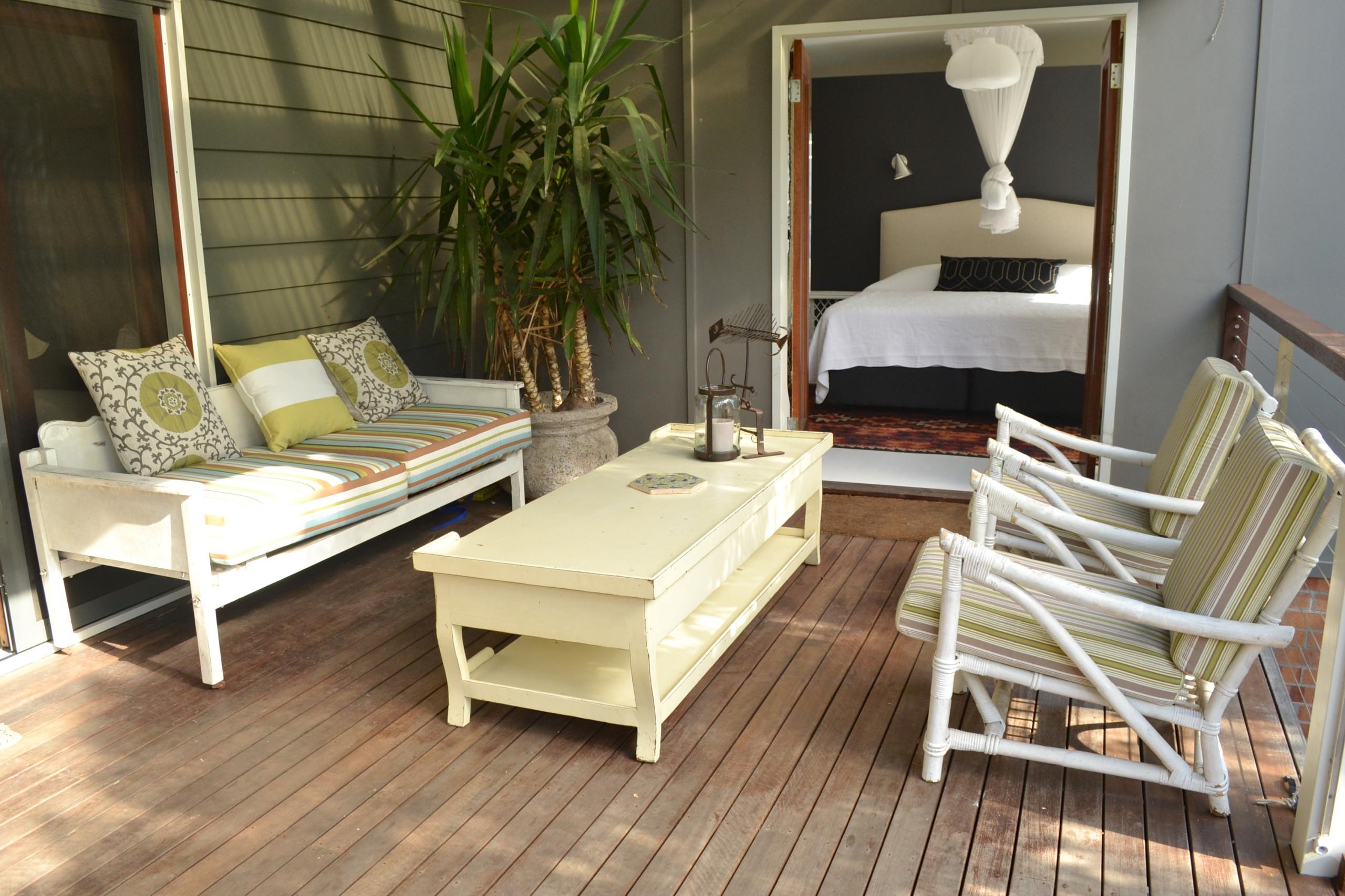 Deck - Contemporary Beach house