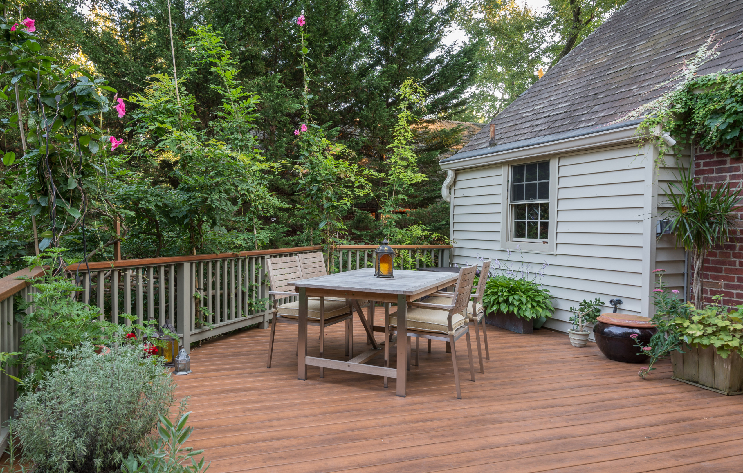 Deck made with new Zuri product