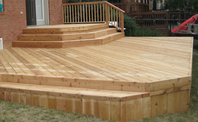 Inspiration for a small traditional backyard deck in Toronto with no cover.
