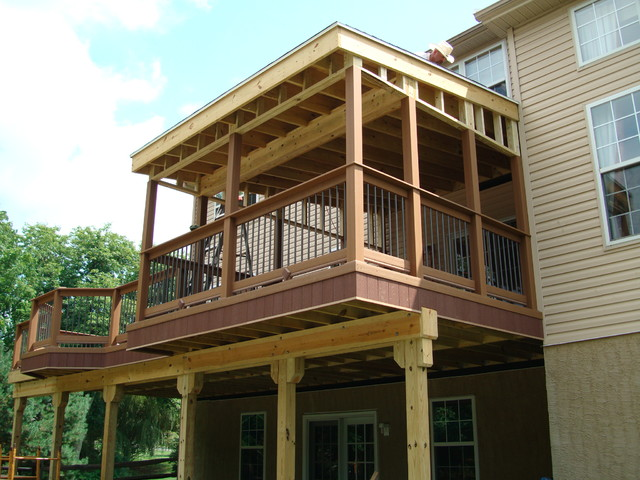 Deck with screened in porch craftsman deck for Craftsman screened porch