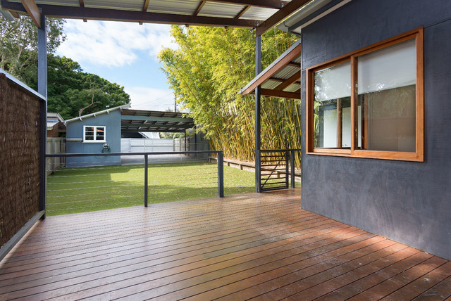This is an example of a modern deck in Brisbane.