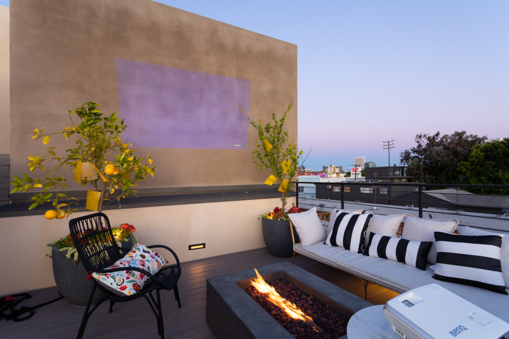 Inspiration for a contemporary rooftop deck remodel in Los Angeles with no cover