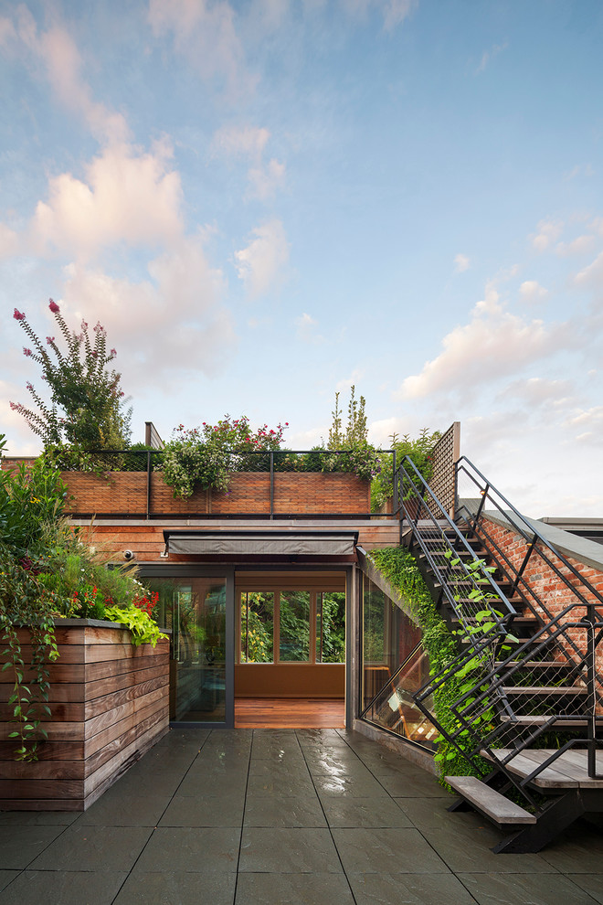 Inspiration for a contemporary rooftop rooftop deck remodel in New York