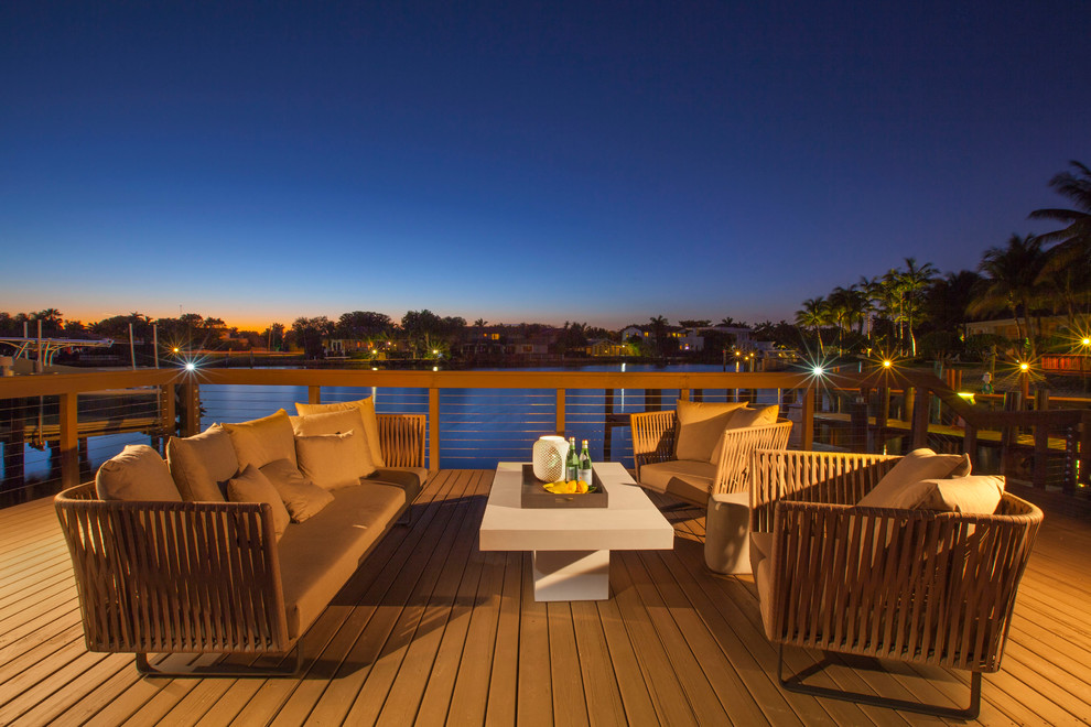 Inspiration for a contemporary deck remodel in Miami with no cover