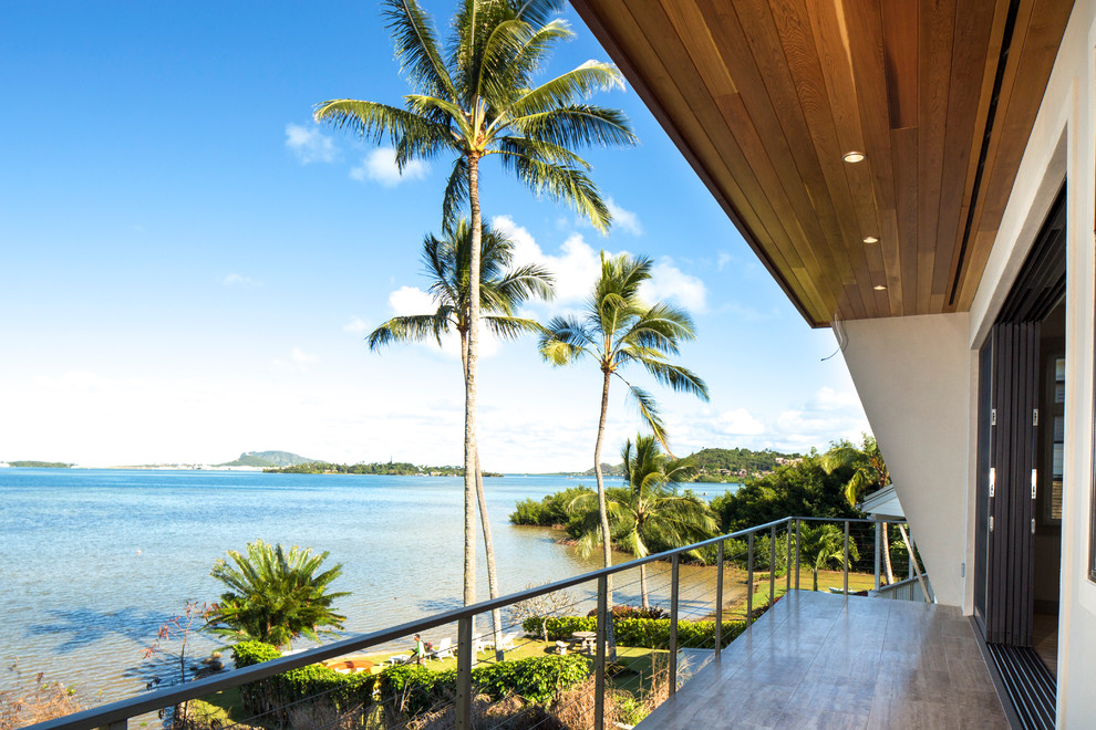 Example of a trendy deck design in Hawaii