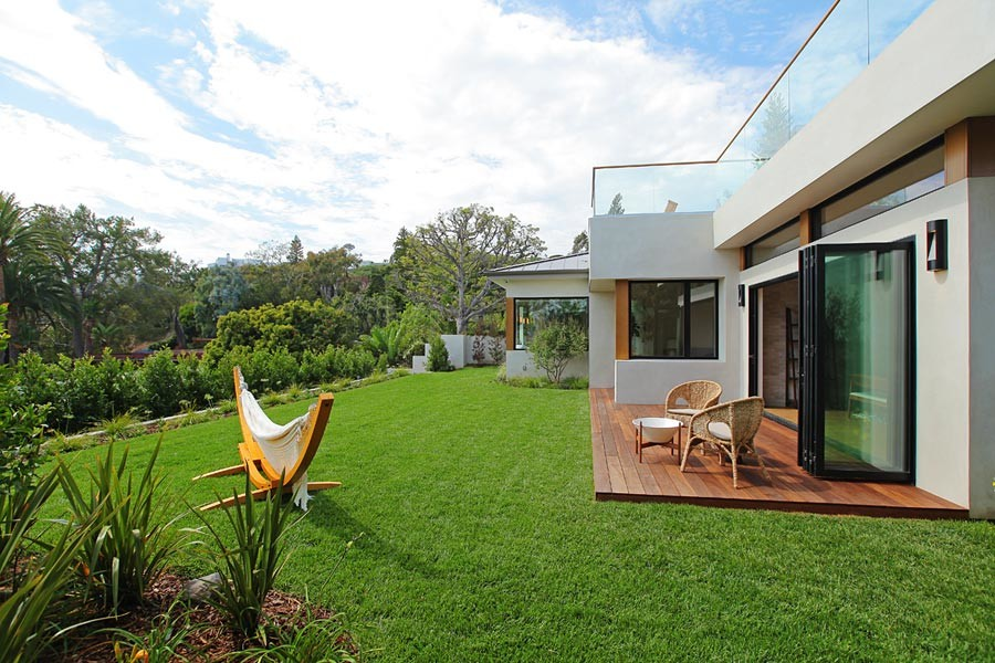 Inspiration for a large mid-century modern backyard deck remodel in Los Angeles