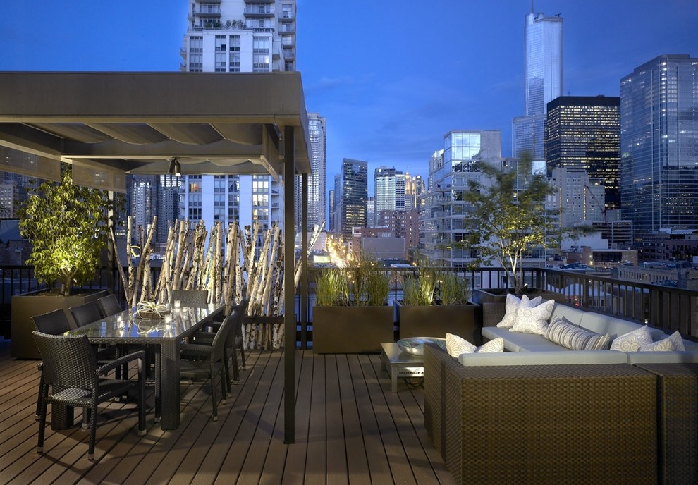 Urban deck photo in Chicago with a pergola