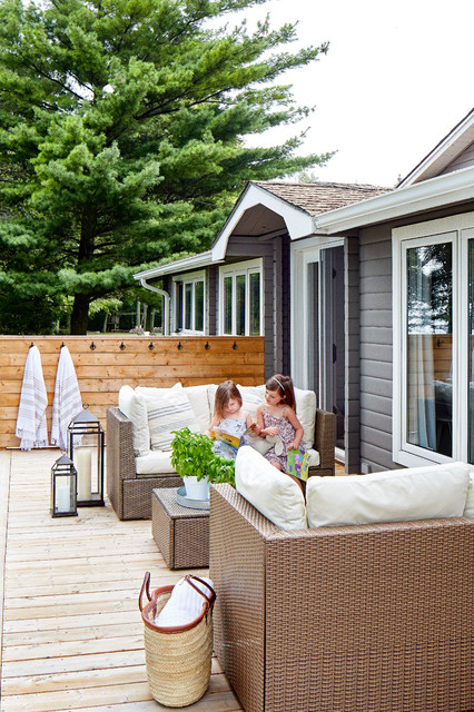 Inspiration for a mid-sized beach style backyard outdoor shower deck remodel in Toronto with no cover