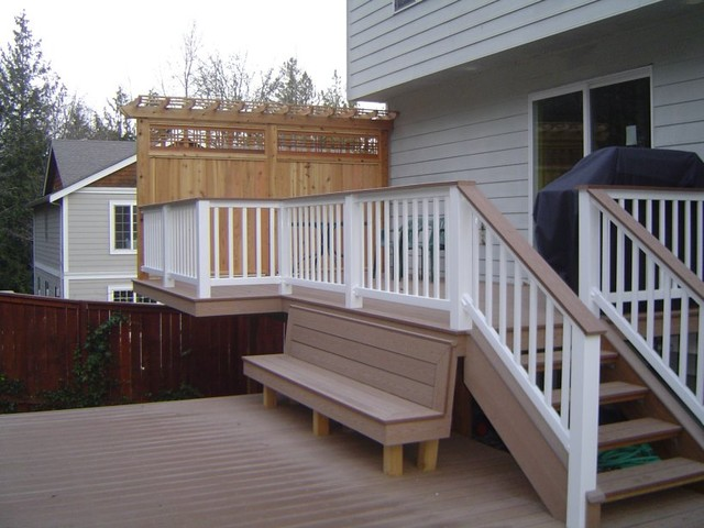 Landscape carpentry traditional-deck