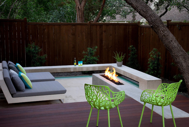 live eat relax and play in the back yard - Contemporary - Austin ...