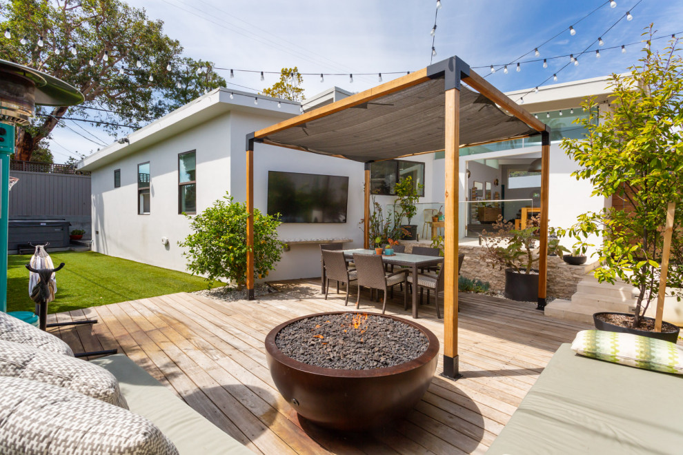 Deck - mid-sized 1950s backyard deck idea in Los Angeles with a fire pit