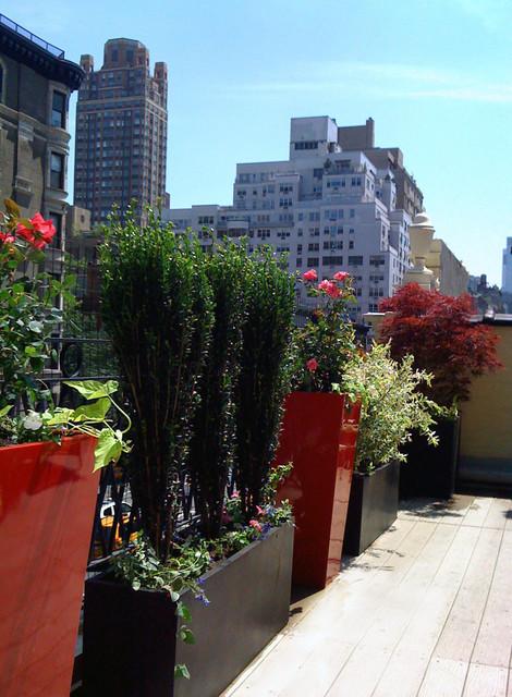 Manhattan Roof Garden: Terrace, Composite Deck, Container Garden, Fiberglass Pot contemporary-deck