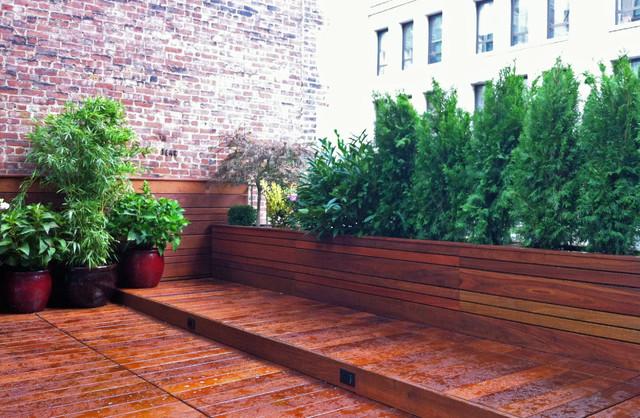 Manhattan roof garden: terrace deck, wood planter boxes, fence ...