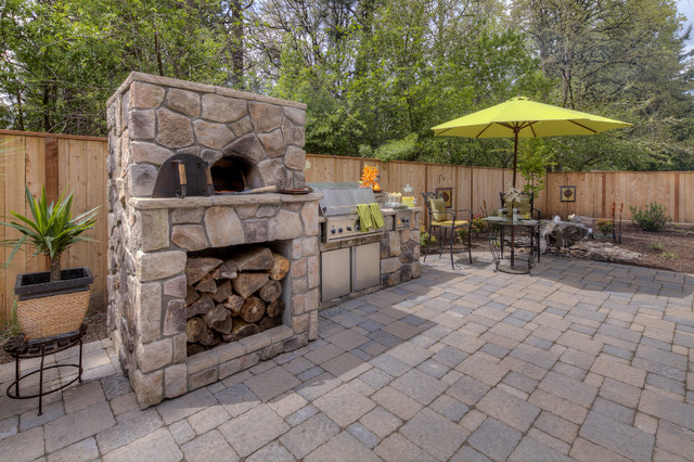 Menkins traditional deck portland by paradise for Paradise restored landscaping exterior design