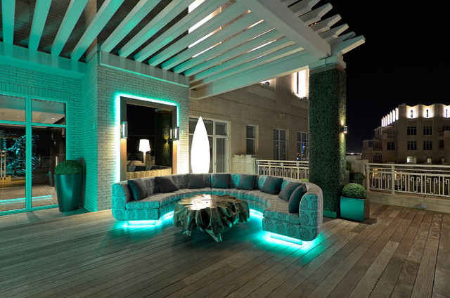 Contemporary Deck by Harold Leidner Landscape Architects