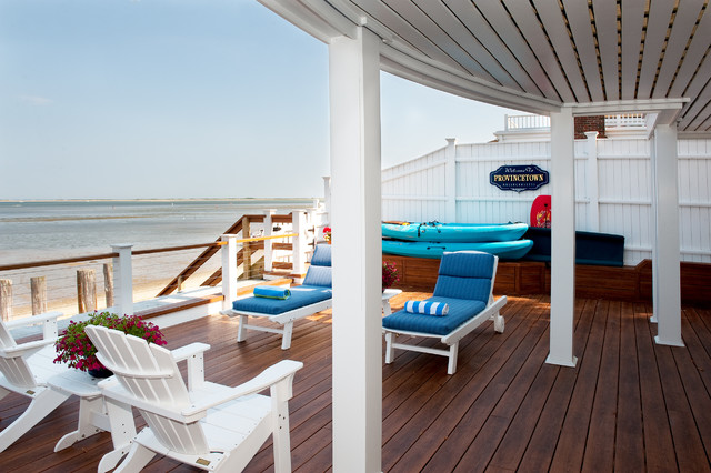 My Houzz: A Summer Beach House Charms And Welcomes Beach Style Deck