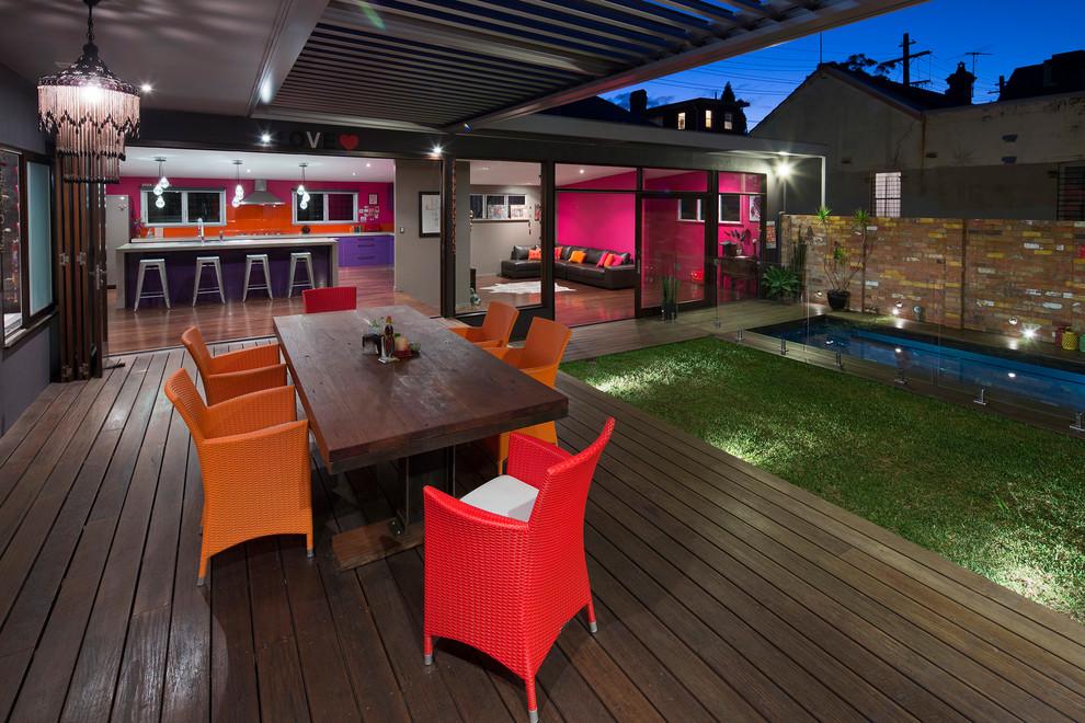 Immagine di una terrazza contemporanea con una pergola