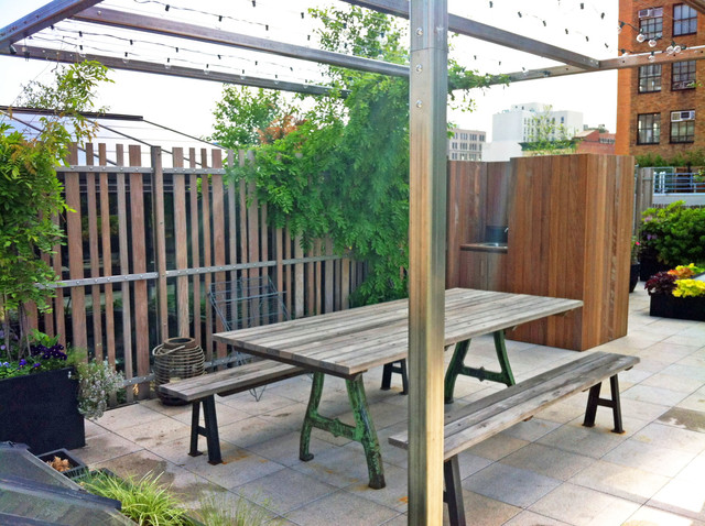 NYC Roof Garden: Paver Deck, Terrace, Sedum Trays, Bamboo Fence, Container