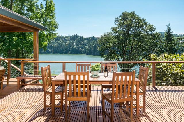 Open deck overlooking Lake Oswego - Rustic - Deck - Portland - by KuDa Photography