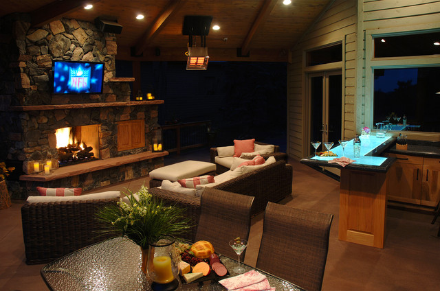 Outdoor Entertainment traditional-deck