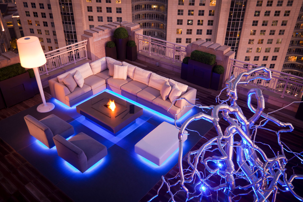 Example of a trendy rooftop rooftop deck design in Dallas with a fire pit