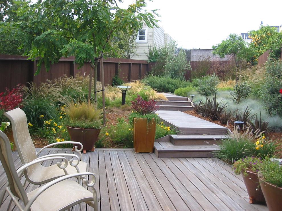 Trendy backyard deck photo in San Francisco