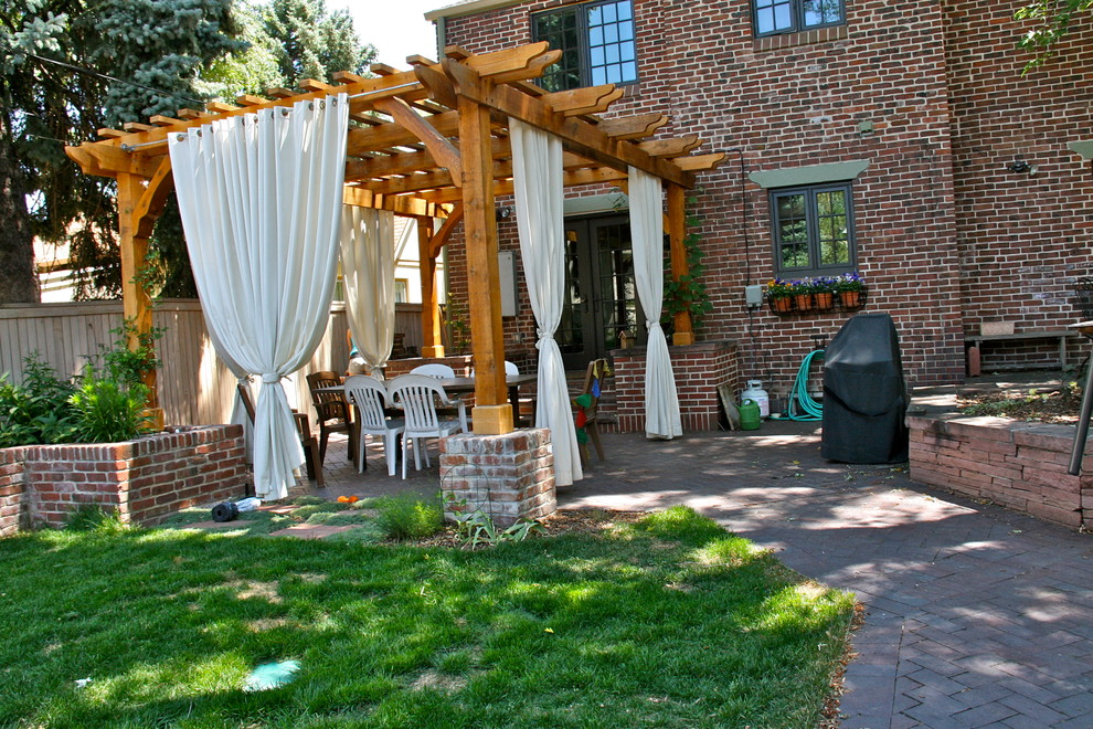 Example of a classic deck design in Denver