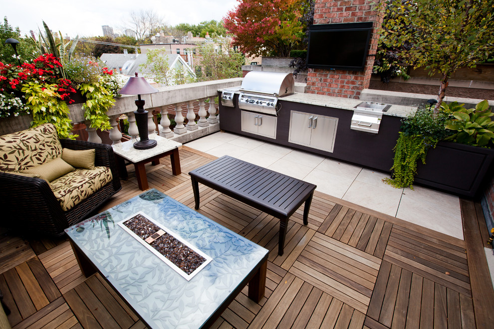 Transitional rooftop rooftop deck photo in Chicago