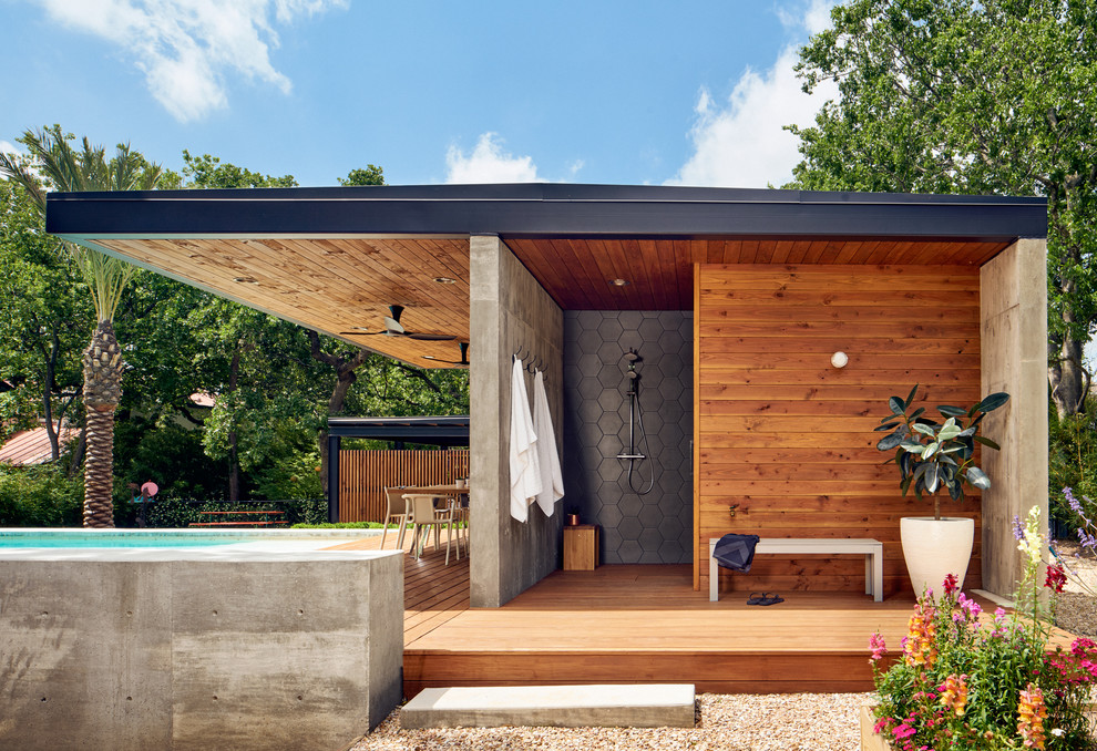 Mid-sized trendy outdoor shower deck photo in Austin with a roof extension