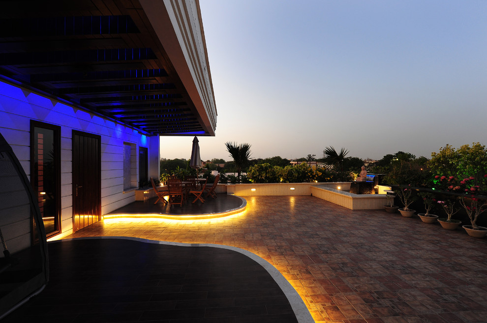 Inspiration for a contemporary deck remodel in Mumbai with no cover