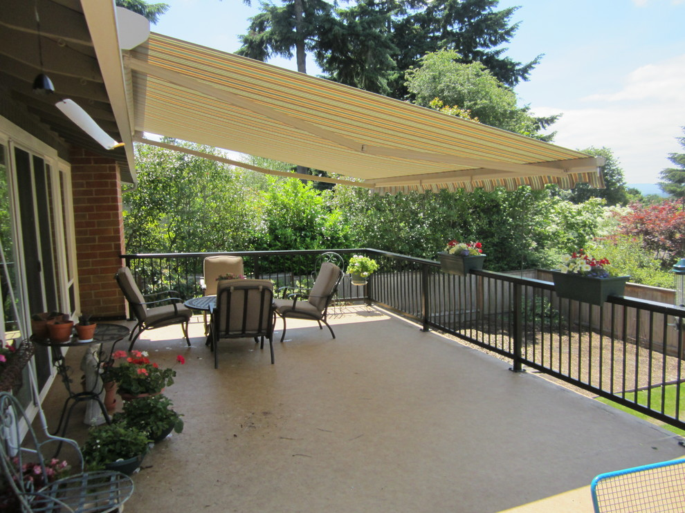 Retractable awning with drop screen - Craftsman - Deck ...