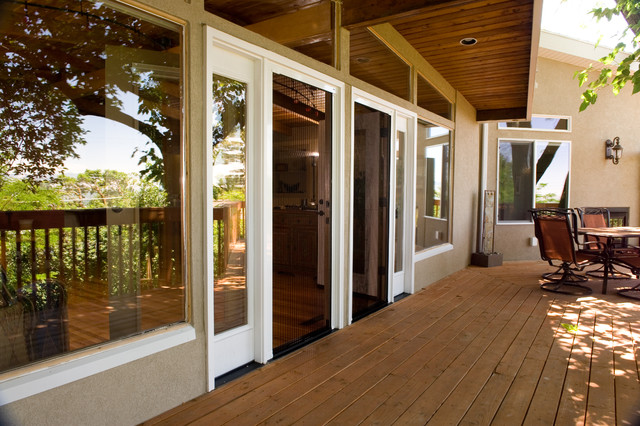 Retractable Screens Aid Universal Design Project Modern