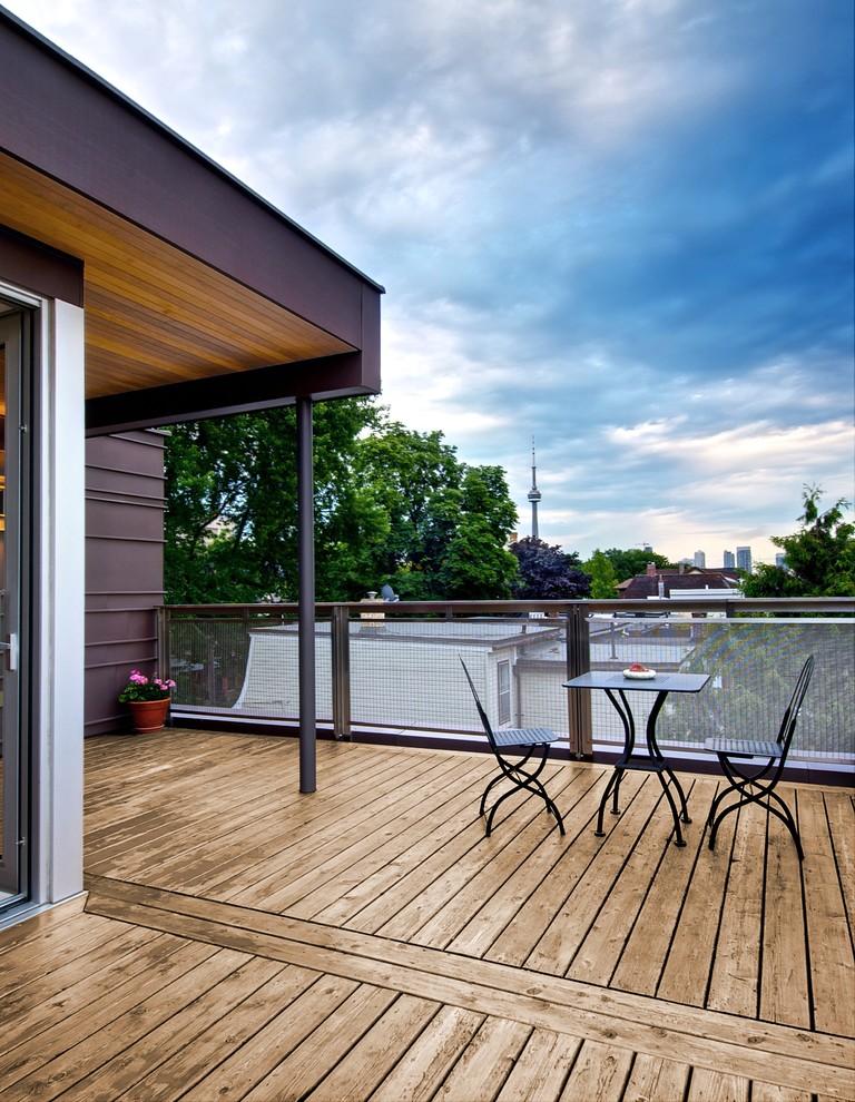 Deck - contemporary deck idea in Toronto